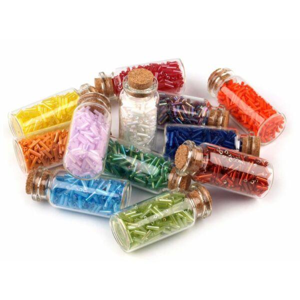 Üveg szalmagyöngyök üveg tárolókban