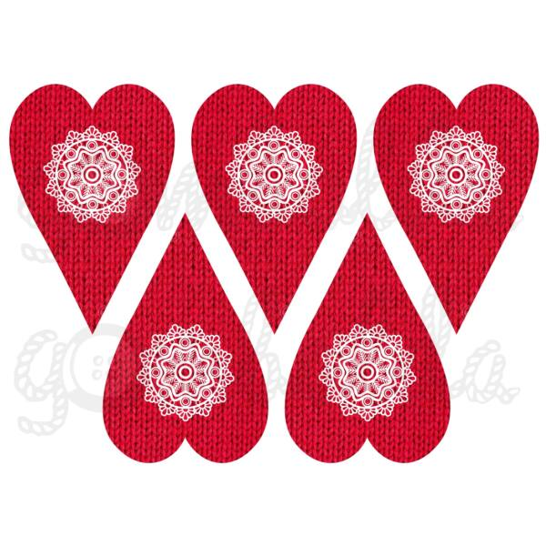 Mintás barkácsfilc - piros kötött szívek csipke díszítéssel
