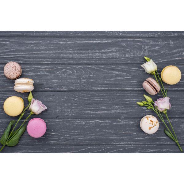 Fotóháttér - macaron és rózsa fa deszkákon - 40cm x 60cm